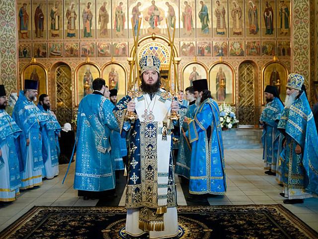 В день празднования Черниговско-Гефсиманской иконы Божией Матери епископ Фома совершил Литургию в скиту Лавры