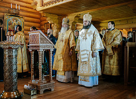 Наместник Лавры совершил Литургию в храме святителя Спиридона Тримифунтского