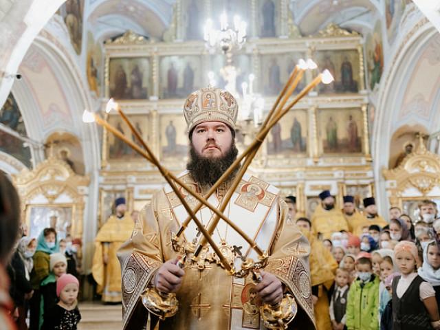 Епископ Фома совершил Литургию в храме Всемилостивого Спаса в поселке Андреевка