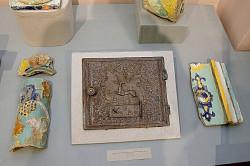 """От печки. Изразцы 500-летней давности можно увидеть на новой выставке в """"Конном дворе"""""""