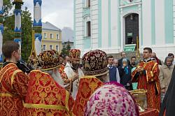 В праздник Преполовения Пятидесятницы епископ Андрей возглавил в Лавре Литургию и водосвятный молебен