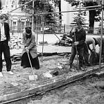 В раскопках принимают участие студенты Московских духовных школ и братия Лавры
