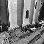 Общий вид раскопа после открытия первых захоронений, обнаруженных впер¬вые в 1942 году Красноцветовым (на снимке покрыты белыми погребальными пеленами)