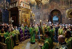 Святейший Патриарх Кирилл совершил малую вечерню с чтением акафиста у раки с честными мощами преподобного Сергия