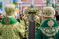 Святейший Патриарх Кирилл возглавил молебен на площади Лавры
