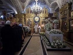 Наместник Троице-Сергиевой лавры совершил Божественную литургию в Богоявленском Елоховском соборе